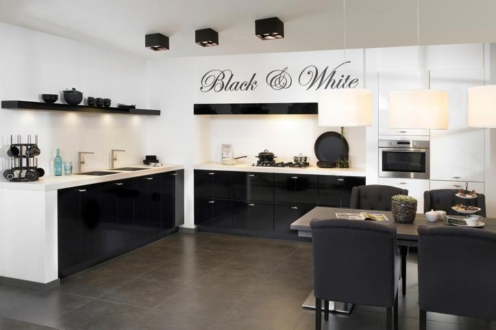 Zwarte keuken. landelijk, modern of hout. ook met wit   keur