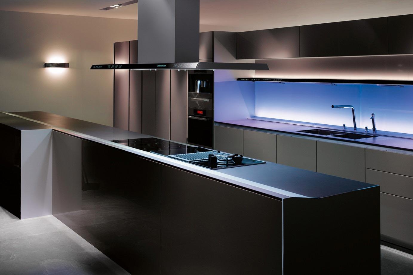 Modern Zwart Keuken : Zwarte keuken landelijk modern of hout ook met wit keur