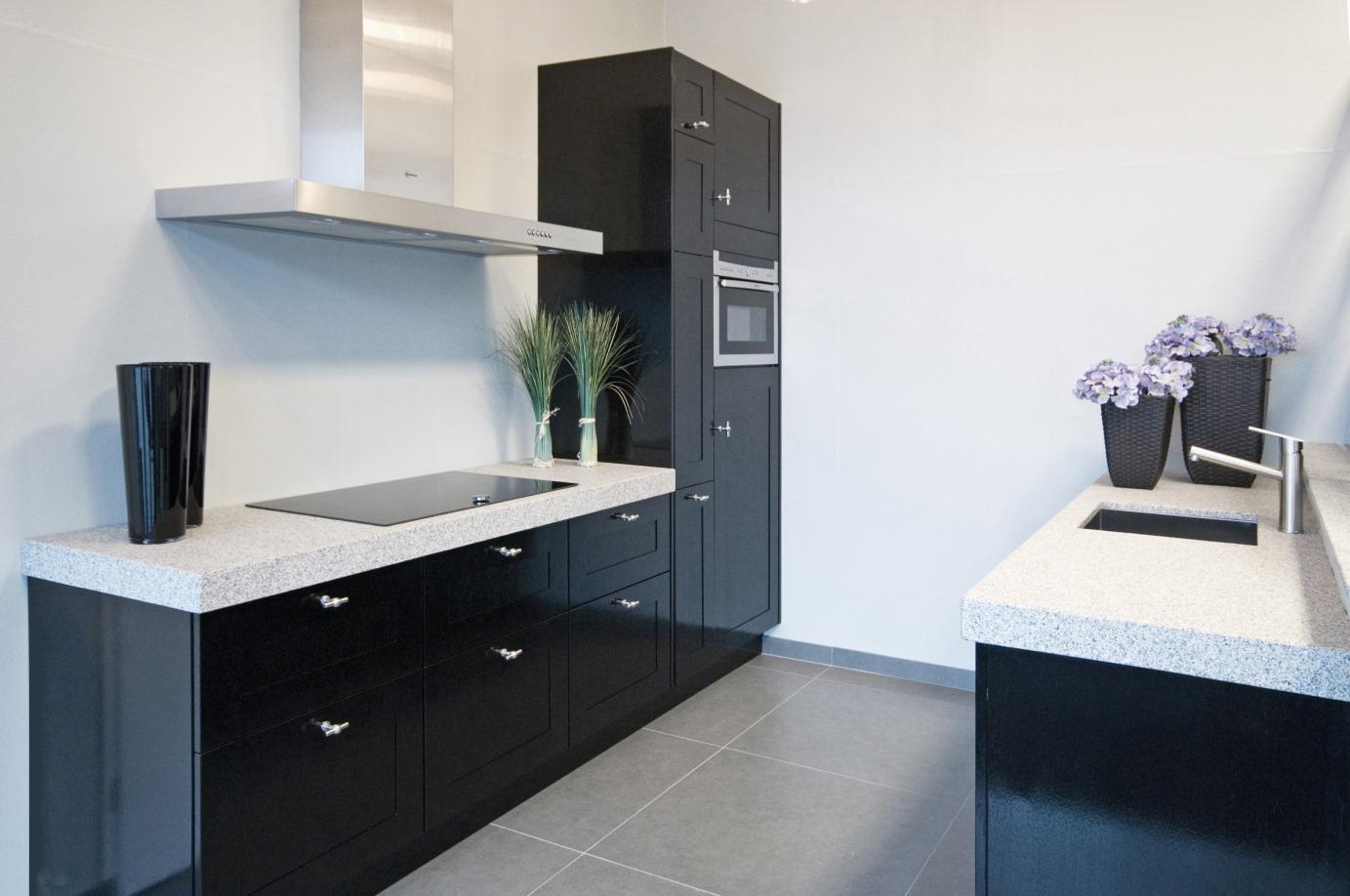 Mat Zwarte Keuken : Zwarte keuken landelijk modern of hout ook met wit keur