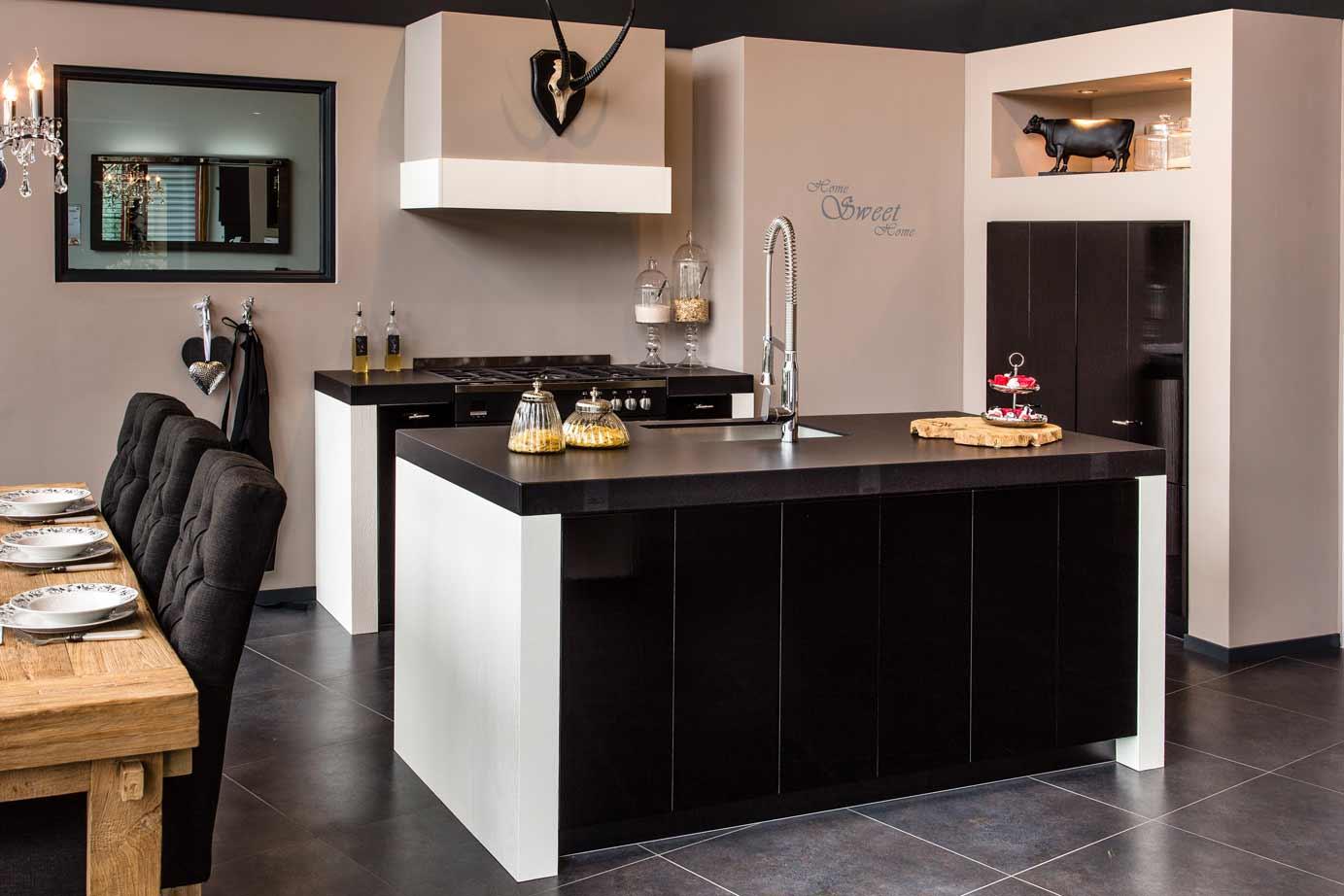 Moderne Zwarte Keuken : Zwarte keuken landelijk modern of hout ook met wit keur