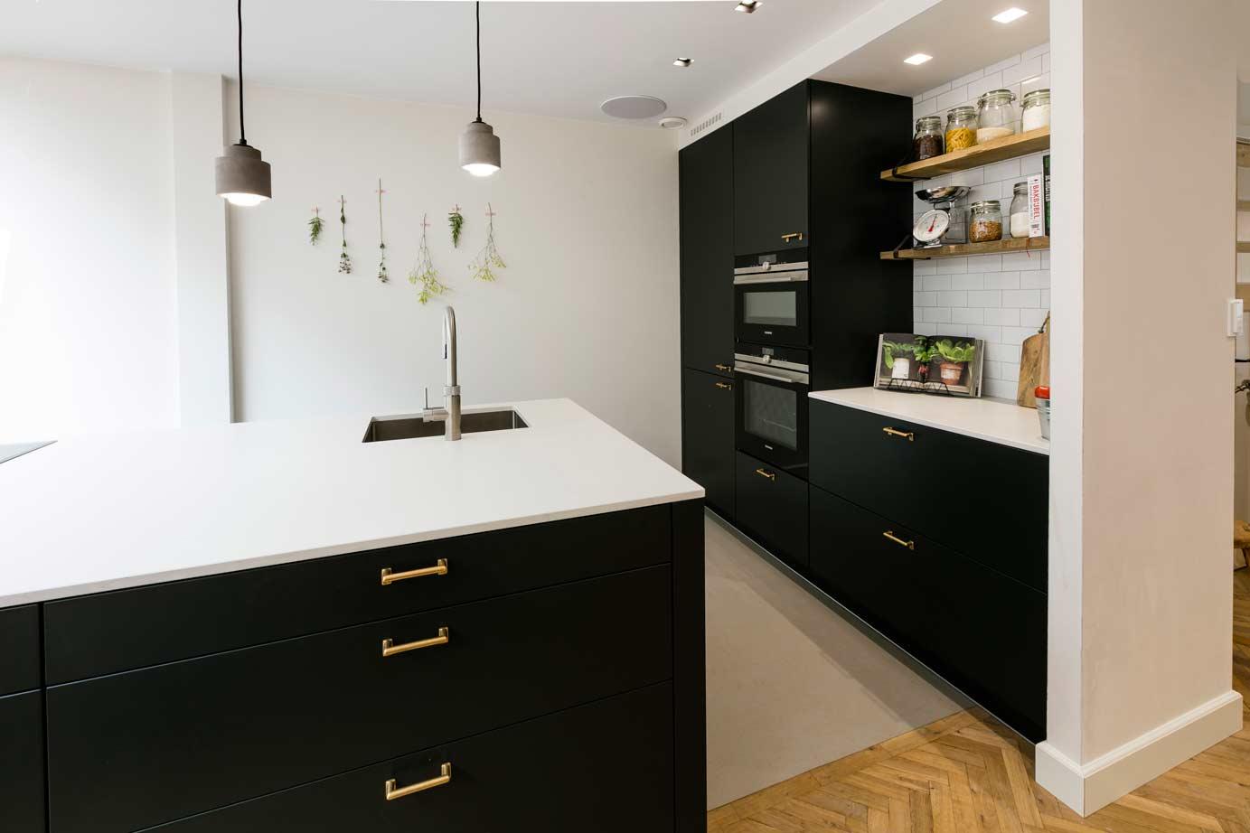 Moderne Zwarte Keuken : Zwarte moderne keuken kopen lees klantervaring uit heemstede keur